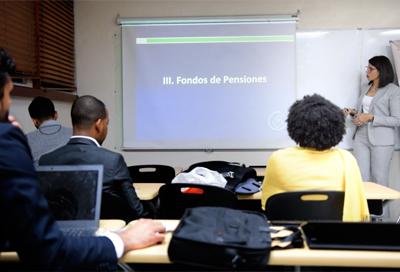 SIPEN imparte charla a estudiantes de maestría de INTEC