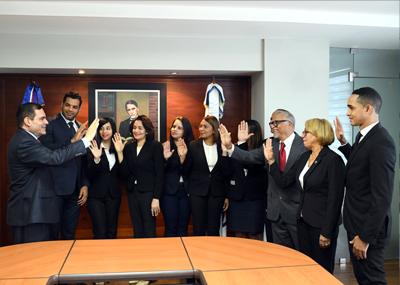 Superintendente de Pensiones juramenta nuevos miembros de la Comisión de Ética Pública de la SIPEN