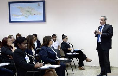 SIPEN ofrece charla en el Ministerio de Administración Pública.