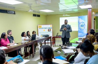 SIPEN imparte charla a empleados del Centro Cultural POVEDA